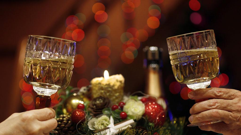 Пейте с умом: чем безопасно отпраздновать новогоднюю ночь и что с алкоголя нельзя употреблять вообще