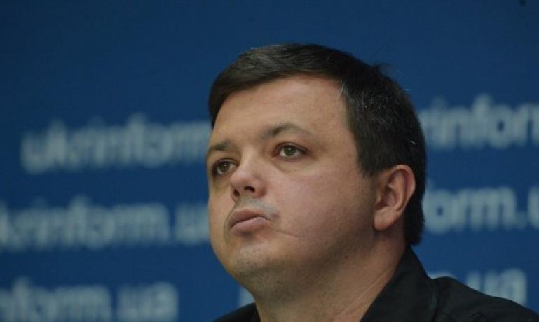 «Вы — наглая морда. Такие, как вы, будут гореть в аду»: одіозний нардеп Семенченко устроил скандал, обругав журналиста (ВИДЕО)