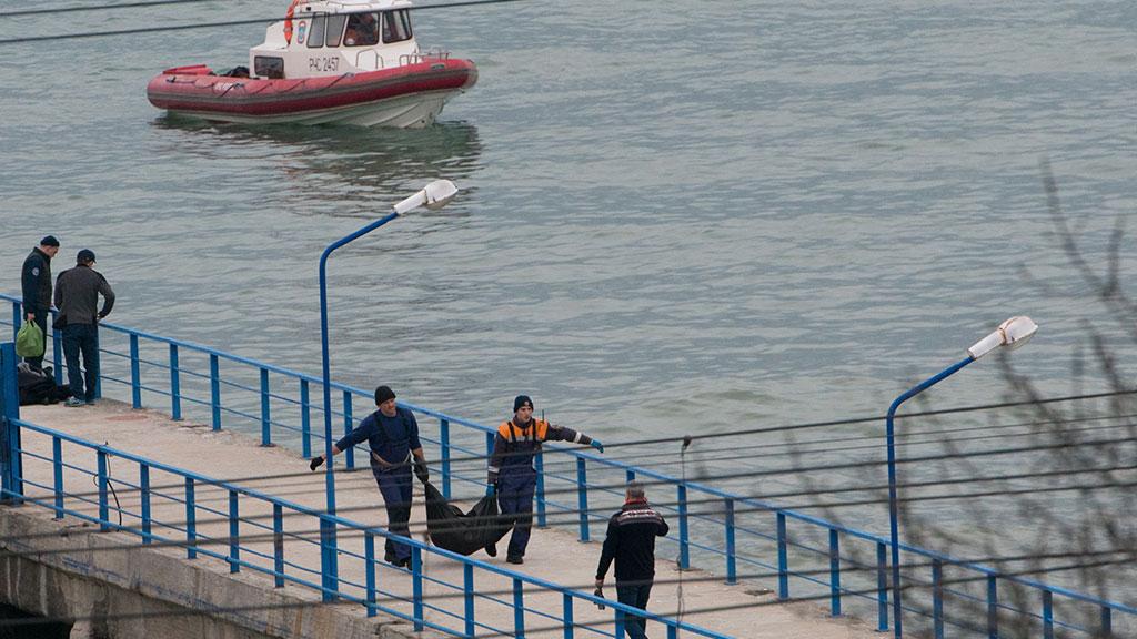 С Черного моря подняли уже 11 тел погибших с Ту-154