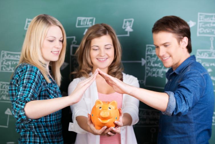 Кабмин утвердил минимальную стипендию на уровне 1100 грн