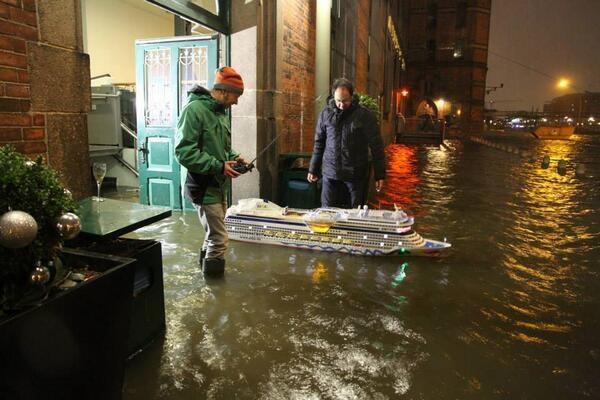 В Германии объявлено чрезвычайное положение из-за крупнейшого за 10 лет стихийного бедствия (ФОТО, ВИДЕО)
