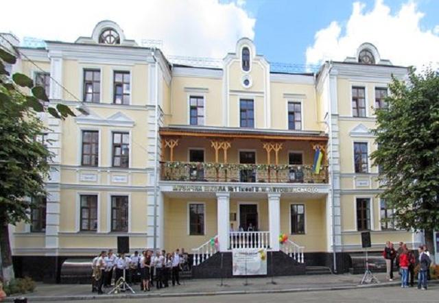Музыкальная школа в Житомире «съела»  1,6 миллиона гривен