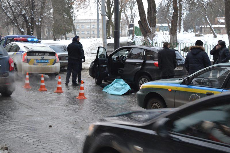 Львов: посреди улицы нашли мертвого мужчину