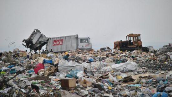 Гройсман будет помогать Садовому «разгребать» мусор во Львове