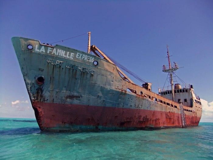 Родные в отчаянии, власть бессильна: мистическое исчезновение корабля с туристами