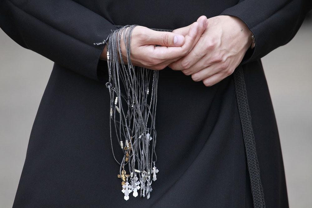 Это ужас: как священник выманивал деньги у людей
