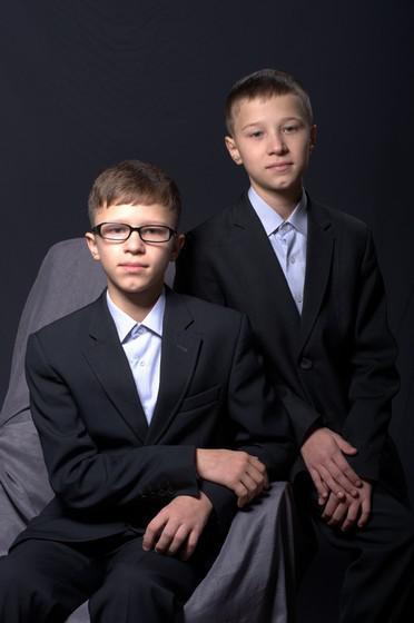 13-летние братья из Ровно, отец которых погиб в АТО, а мама онкобольная, мечтают о наборах для рисования