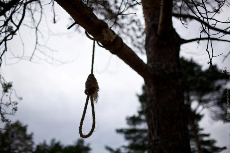 «Не смог смириться со смертью ребенка»: в Ровенской области 32-летний мужчина повесился у могилы двухмесячного сына