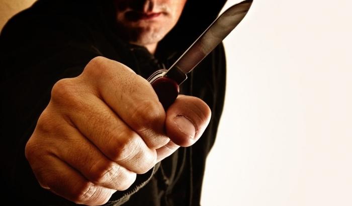 Во Львове хулиган с ножом терроризировал супермаркеты