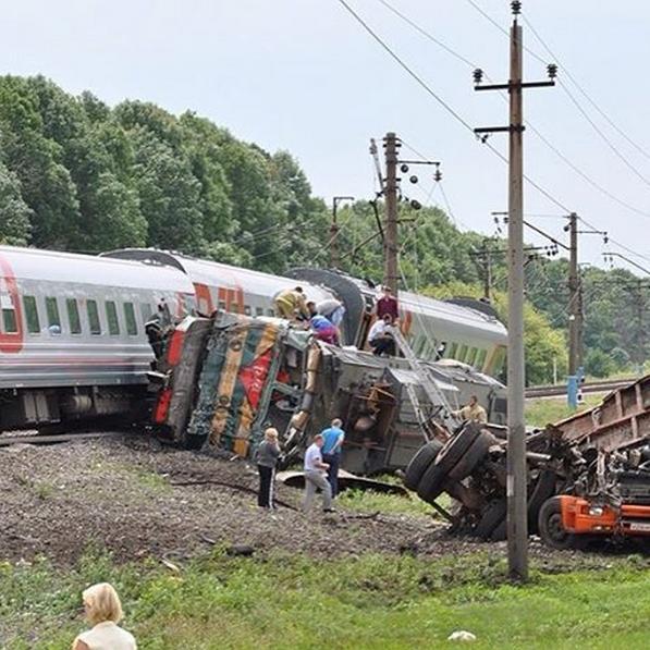 Трагическая новость: поезд полный пассажиров сошел с рельсов: последствия шокируют