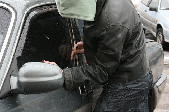 Самые популярные «зимние» схемы угона автомобилей: инструкция как не попасться
