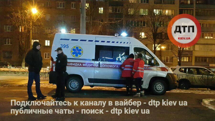Как он выжил после такого: киевлянина чуть не раздавило собственным авто (ФОТО)