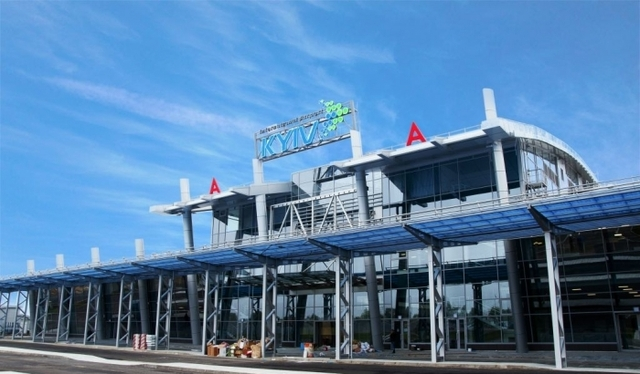 Таможенник аэропорта «Жуляны» требовал деньги за пересечение границы