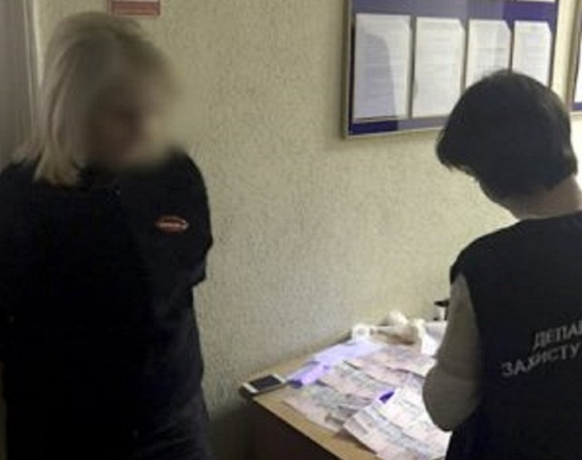 Во Львове за выдачу биометрического паспорта хотели две тысячи гривен
