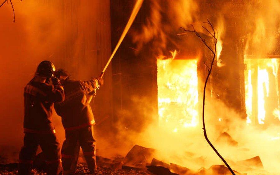 В Днепре на 14 этаже квартира выгорела дотла, пожарные не смогли ничем помочь (ФОТО)