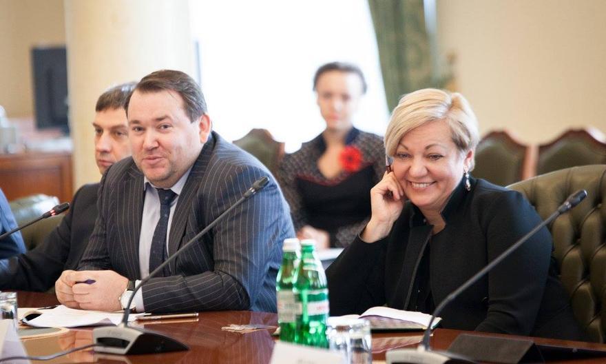За «личное мнение» и потраченное время: журналисты разоблачили, как в НБУ раздают премии в сотни тысяч гривен