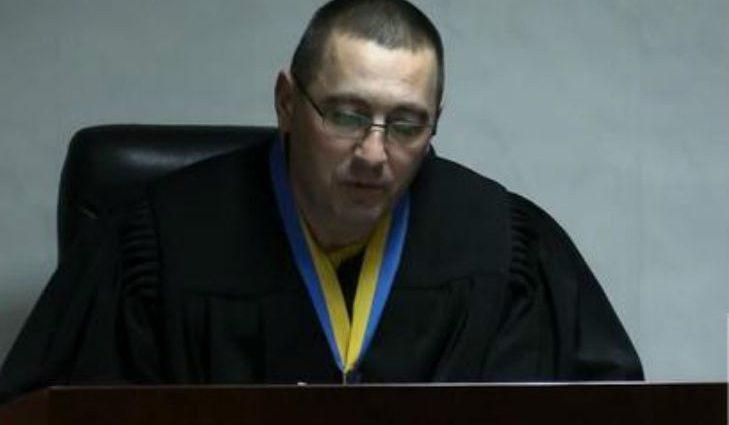 У него ни совести, ни чести: скандальный судья выселил людей из квартиры и сам в ней прописался