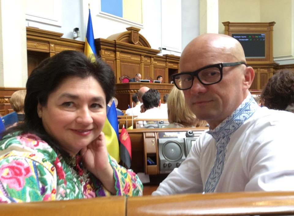 «У кого-то пистолет, а кто-то больной на голову»: нардеп иронически высказался об украинские колядки