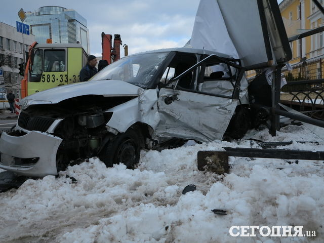 Масштабная авария в центре Киева унесла жизнь 25-летней девушки (ФОТО)