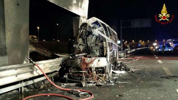 На это больно смотреть: в Италии автобус с детьми разбился и сгорел дотла. Погибших и пострадавших десятки (ФОТО, ВИДЕО)
