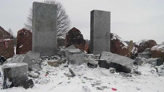 Лишь бы это было правдой: Львовский облсовет восстановит полякам разрушенный вандалами монумент
