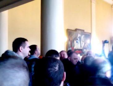 Это в голове не укладывается: во львовском городском совете устроили жестокую драку (видео)