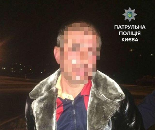 В Киеве водитель напал на патрульных, отказавшихся от взятки