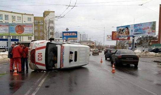 Ужасная авария случилась сегодня: скорая помощь разлетелась на куски