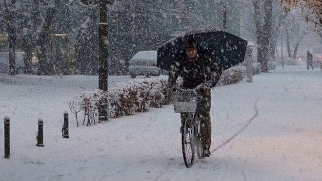 Снежный апокалипсис полностью накрыл Европу: это впечатляет