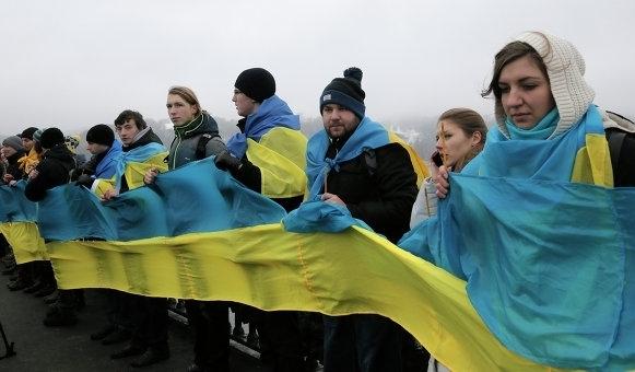Полтысячи активистов объединились в живую цепь в Киеве