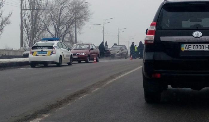 Срочно! Пьяные киевляне устроили ДТП и угрожали копам автоматом