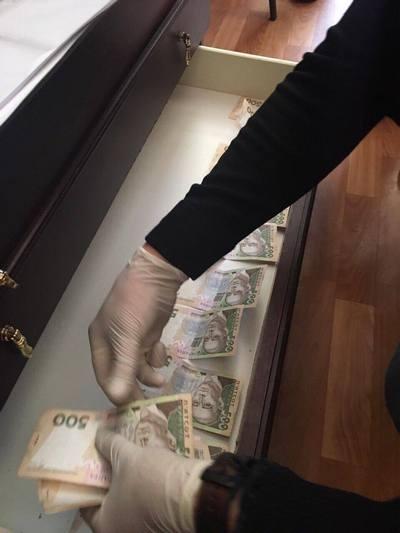 На Харьковщине попалась на взятке инспектор налоговой службы