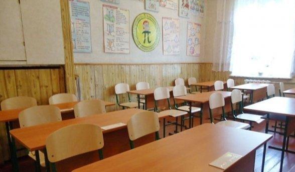 Украинскую учительницу уволили за попытку установить в школе советскую власть