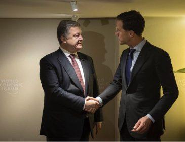Порошенко проводит переговоры с голландским премьером в Давосе