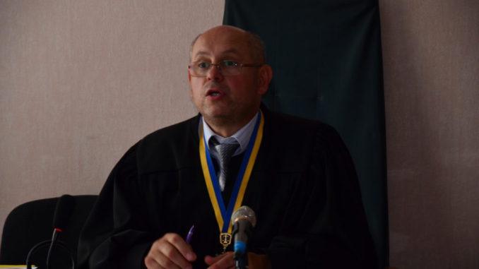 Вы только представьте, какие у него аппетиты: судья Олег Высшего суда Киева Голяшкин имеет три квартиры и требует четвертую