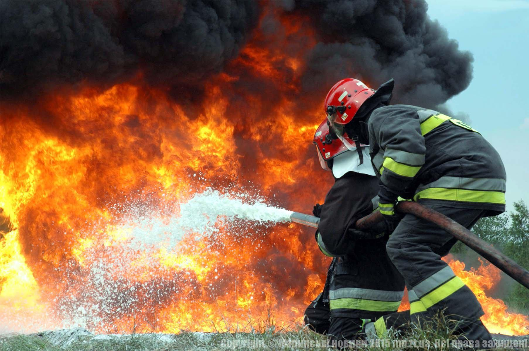 Едва уцелела: на Львовщине три часа горела церковь (ФОТО)