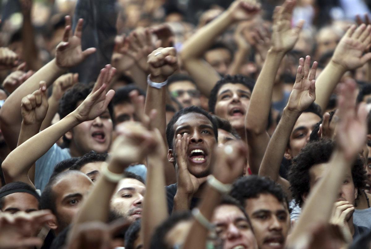 В Италии беженцы пытались ворваться в здание мэрии