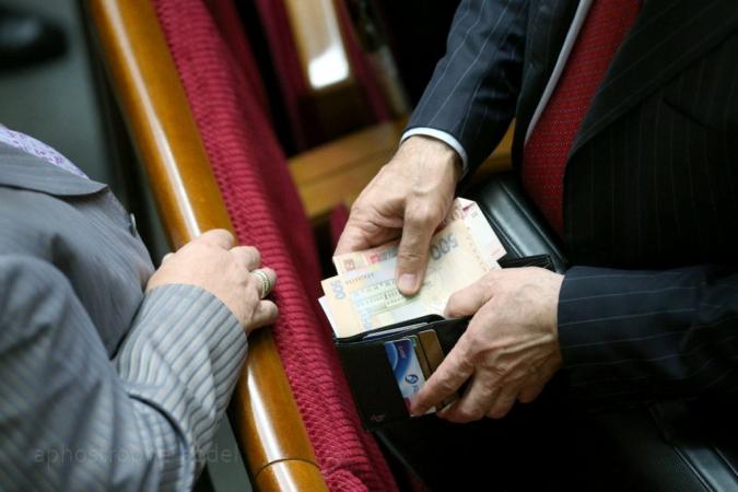 У нардепов будет минимальная зарплата? Обращение украинцев потрясло власть