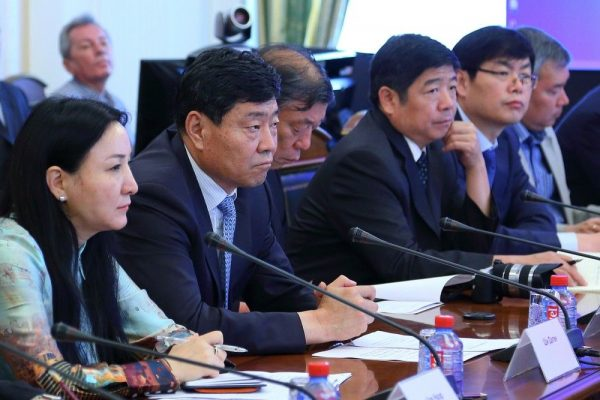 Китайские чиновники в шоке: почему в Украине запрещено расстреливать чиновников-коррупционеров?