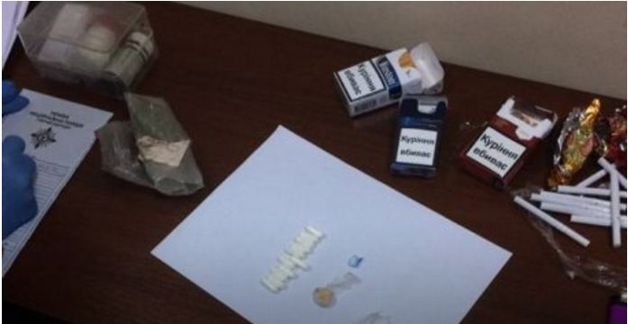 Подозреваемому в преступлении в зале суда пытались передать наркотики