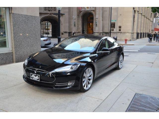 Такому новогоднему подарку позавидовал бы каждый: черкасский прокурор прикупил себе Tesla за полмиллиона (ФОТО)