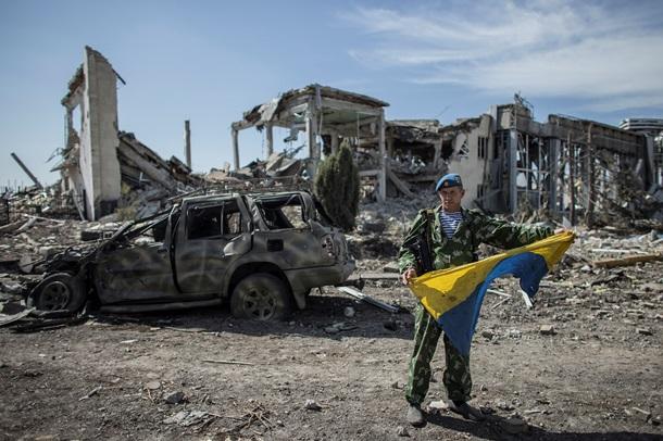 Вблизи Донецка верующие встречали Рождество в разрушенном храме (ФОТО)
