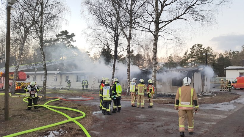 В Германии сгорел лагерь для беженцев, пострадало более 50 человек
