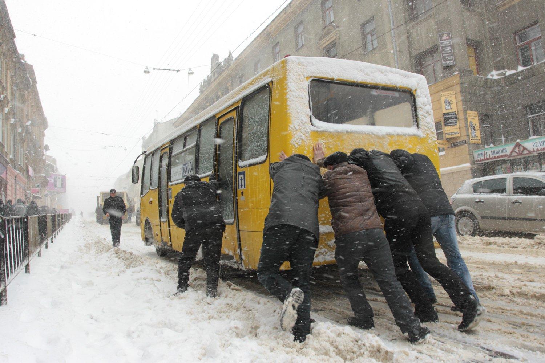 Это просто издевательство какое-то: в Украине рекордно подорожал проезд в маршрутках (ФОТО) Причина повышения вызывает возмущение