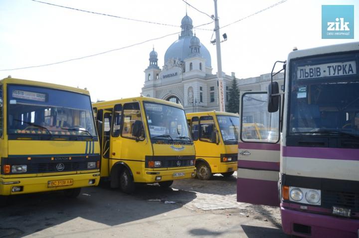 Львов в шоке: с сегодняшнего дня проезд в общественном транспорте стал значительно дороже. Денег на маршрутку вообще не станет