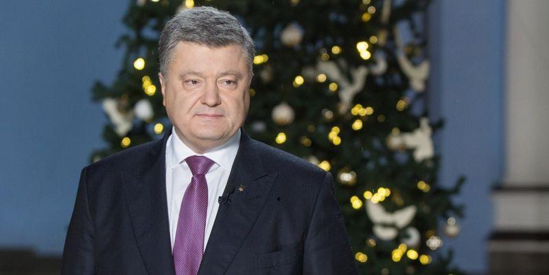 Сеть активно обсуждает новогоднее поздравление Порошенко (ФОТО, ВИДЕО). А что вы думаете о его выступлении?