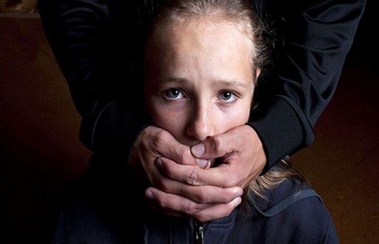 Жители Ровно ищут спасения от хладнокровного педофила