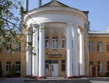 Во Львове страшно рожать: из пневматического оружия обстреляли окна родильного отделения больницы