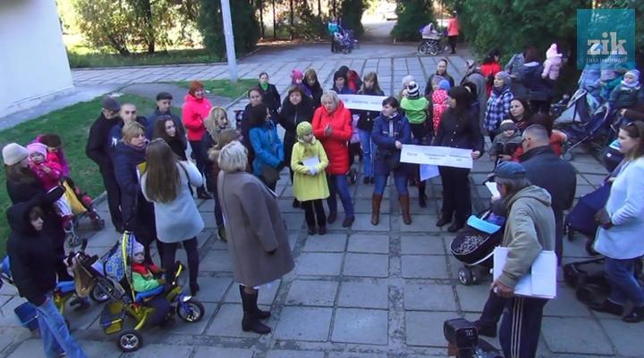 Родители бьют тревогу: во Львове закрыли детскую поликлинику