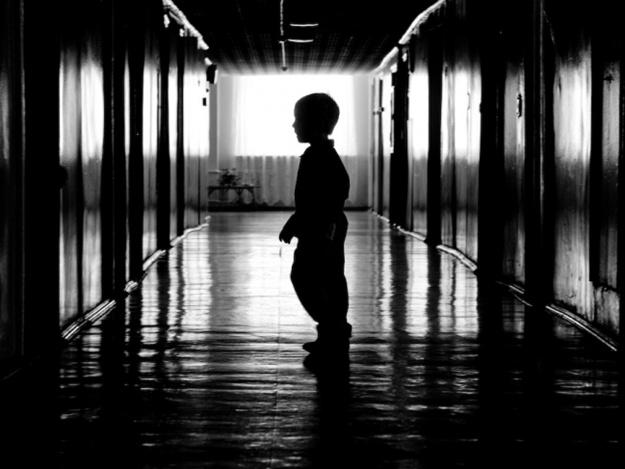 Такой жестокости еще свет не видел: в детдоме детей пихали в унитаз, привязывали к кровати и столбов, обливая водой (ВИДЕО)